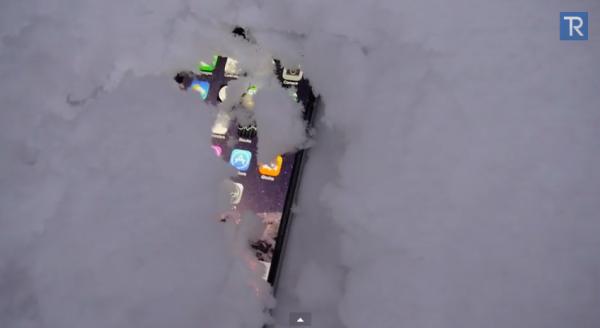 iPhone 6 провел сутки в сугробе. Работает ли он после этого?