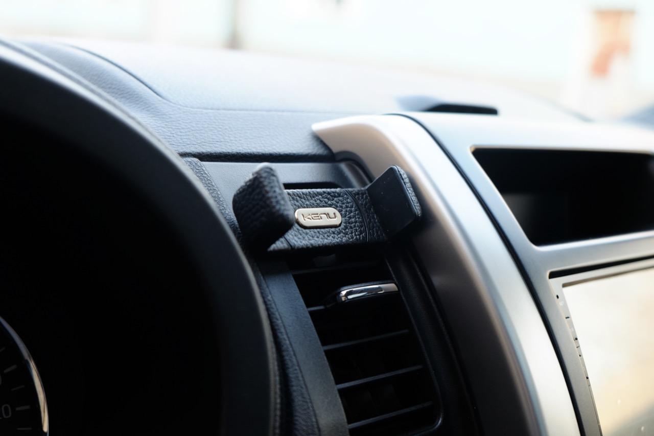 Kenu Airframe+ Leather Edition - однозначно лучший автомобильный держатель для смартфона премиум-класса