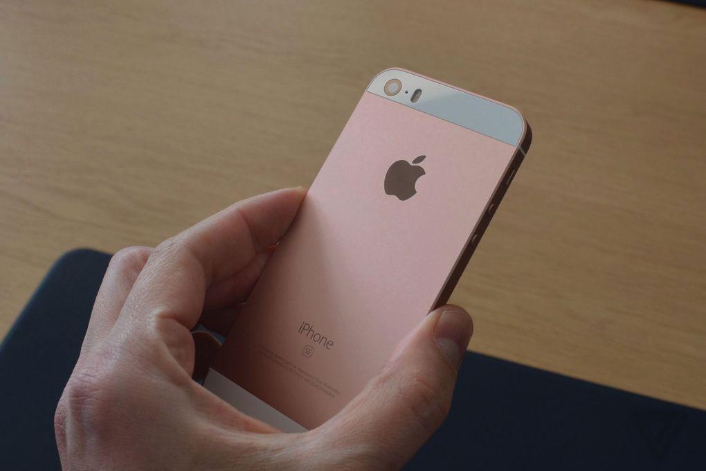 Новый iPhone SE вид сзади