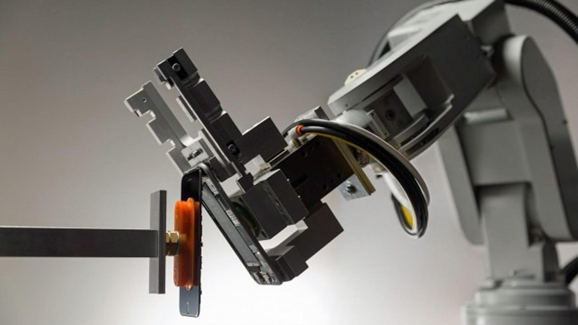 Робот разборщик iPhone