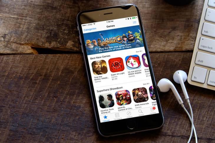 Магазин приложений AppStore запущенный на телефоне Apple